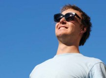 Photos.com Sunglasses are a great fashion accessory, but their most important job is to protect your eyes from the sun's ultraviolet rays. When purchasing sunglasses, look for ones that block out 99 to 100 percent of both UVA and UVB radiation.