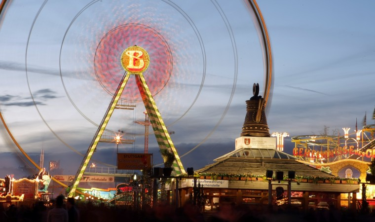 """This year's """"Stuttgarter Frühlingsfest,"""" or spring festival, will run April 16 to May 8 at the Cannstatter Wasen fest grounds in Bad Cannstatt. Patrons may enjoy a nice view of the fest grounds from the """"Bellevue"""" Ferries Wheel, just one of many activities offered throughout the fest. Also depicted is the """"Cannstatter Kanne,"""" or pitcher, the city district's coat of arms. Photo courtesy of in.Stuttgart/Thomas Niedermüller."""