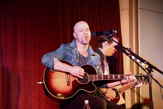 Daughtry plays impromptu concert for Stuttgart military community