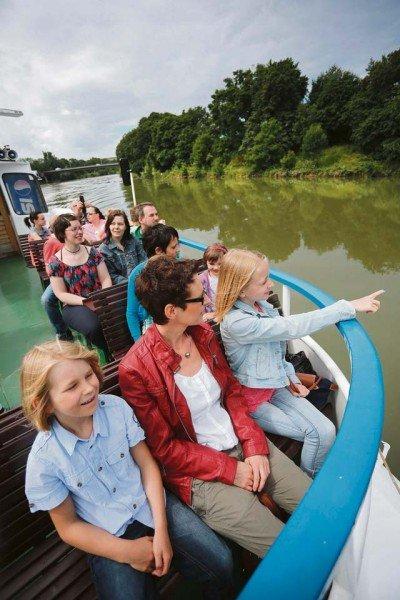 Sightseeing by boat onboard the 'Neckar-Käpt'n'