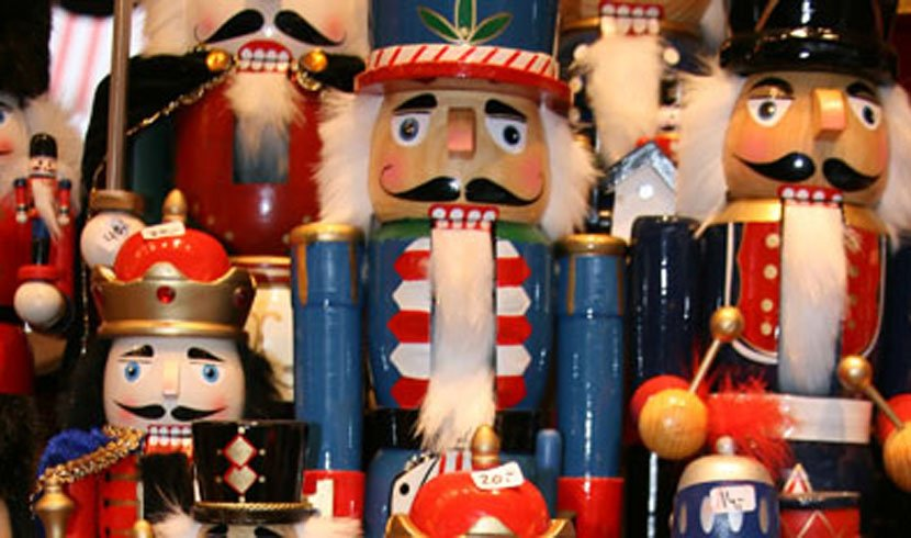 Chistmas Market Time: Simple wooden toys bring holiday cheer