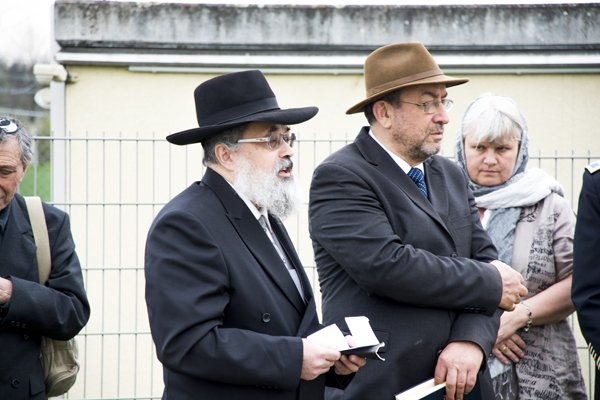Rabbi Netanel Wurmser, State Rabbi of the Israelite Religious Community Württemberg, says a prayer during a memorial ceremony at the Jewish gravesite on Stuttgart Army Airfield April 16.