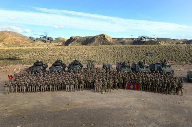 U.S. Marines and members of the British Corps of Royal Marines gather for a group photo in the mountains on the Spanish Base Alvarez de Sotomayor, Almeria, Spain Oct. 27, 2015 during the NATO led Exercise Trident Juncture 2015 (TJ15). TJ15 was NATO's largest training exercise since 2002 and included more than 30 nations and 36,000 service members. — U.S. Army photo by Jason Johnston.