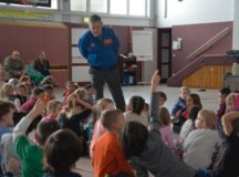 Astronaut/Kennedy Space Center director visits Stuttgart schools