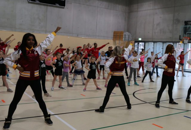 Washington Redskins spend the day in Stuttgart, host youth Cheer Clinic