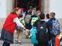 PES Principal Beverly Erdmann welcomes students to the first day of the 2018-2019 school year. Photo by John Reese, USAG Stuttgart