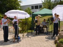 Senior citizens in Sindelfingen enjoy a live concert from the U.S. Air Forces-Europe's Five-Star Brass Band on August 1. Photo by Larry Reilly
